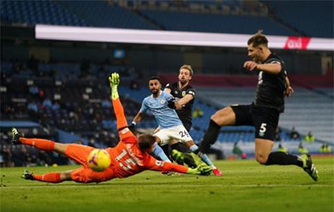 Mahrez (số 26) dứt điểm mở tỷ số cho Man City ở trận gặp Burnley
