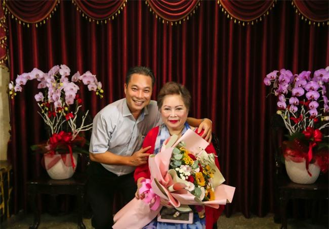 Ngọc Sơn làm sân khấu lớn trong ngôi nhà 400 tỷ, em trai giàu có Ngọc Hải xuất hiện tặng quà đắt tiền - Ảnh 4.