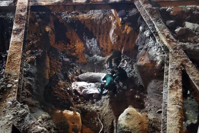 Di dời thành công quả bom nặng 340kg ở phố Cửa Bắc (Hà Nội)