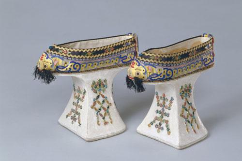 """Điều ít biết về giày """"Hoa bồn để"""" một trong những biểu tượng của phụ nữ nhà Thanh"""