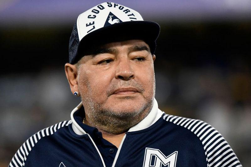 Maradona ngã đập đầu, bị bỏ rơi suốt 3 ngày trước khi qua đời?
