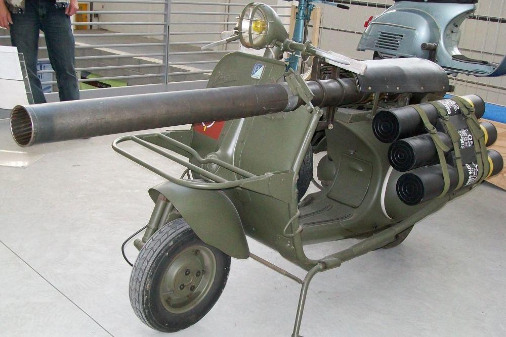 Xe mô tô Vespa chống tăng của Lính dù Pháp. Ảnh: Popular Mechanic.