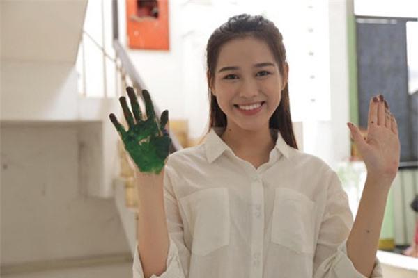 Bố mẹ tân Hoa hậu Đỗ Thị Hà tiết lộ tính cách ngoài đời của con gái - Ảnh 2.