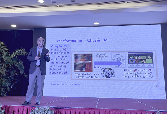 Theo GS. Hồ Tú Bảo, lãnh đạo phải là người dẫn đầu trong quá trình chuyển đổi số ở doanh nghiệp.