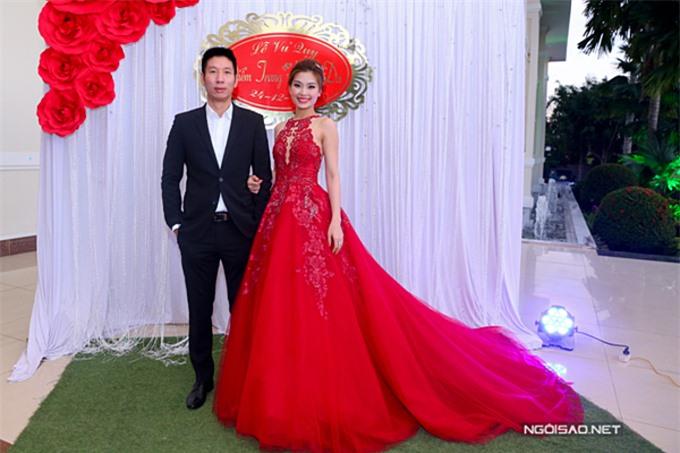 Á hậu 2 Hoa hậu Việt Nam 2014 Diễm Trang kết hôn ông xã Xuân Du vào cuối năm 2015. Một nửa của á hậu là một doanh nhân thành đạt, sinh sống và làm việc lâu năm ở Ba Lan.