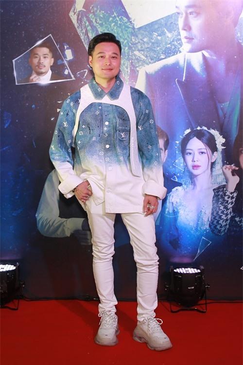 Tối 30/11, ca sĩ Quang Vinh tổ chức buổi gặp mặt và giới thiệu sản phẩm âm nhạc mới mang tên Lạnh từ trong tim. Ca khúc đánh dấu sự trở lại của hoàng tử sơn ca trong lĩnh vực ca hát trong nhiều năm tập trung cho vai trò vlogger du lịch.