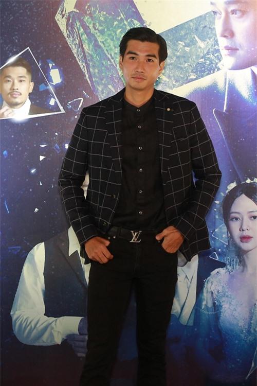Sau phim Chồng người ta, diễn viên Trịnh Xuân Nhản tiếp tục vào vai đồng tính trong MV của Quang Vinh.