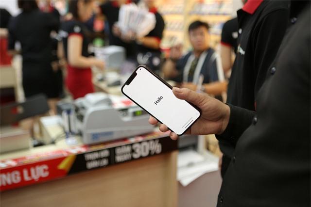iPhone 12 Series chính hãng cháy hàng tại Việt Nam - Ảnh 1.