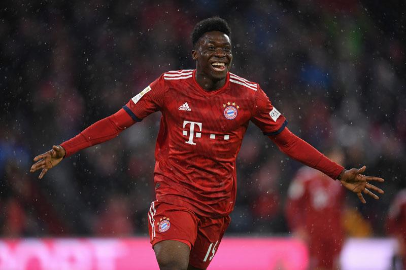 1. Alphonso Davies (Bayern Munich, giá trị hiện tại: 72 triệu bảng, tăng 49,5 triệu bảng).