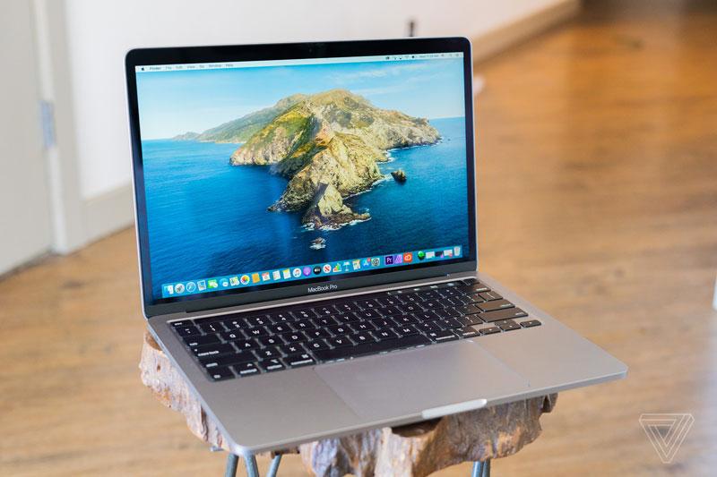 10. MacBook Pro 13 2020 (giá khởi điểm: 1.799 USD).