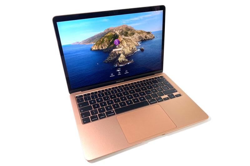 3. MacBook Air 2020 (giá khởi điểm: 999