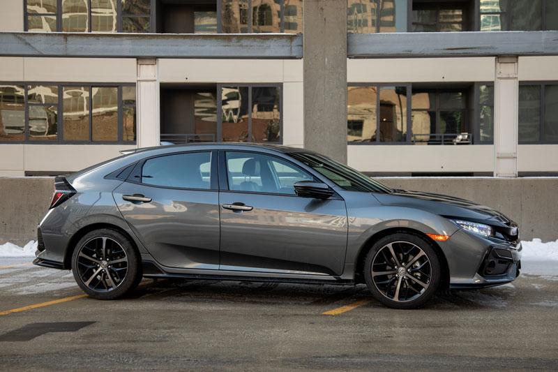 3. Honda Civic Hatchback 2020 (sức chứa khoang hành lý: 728 lít).