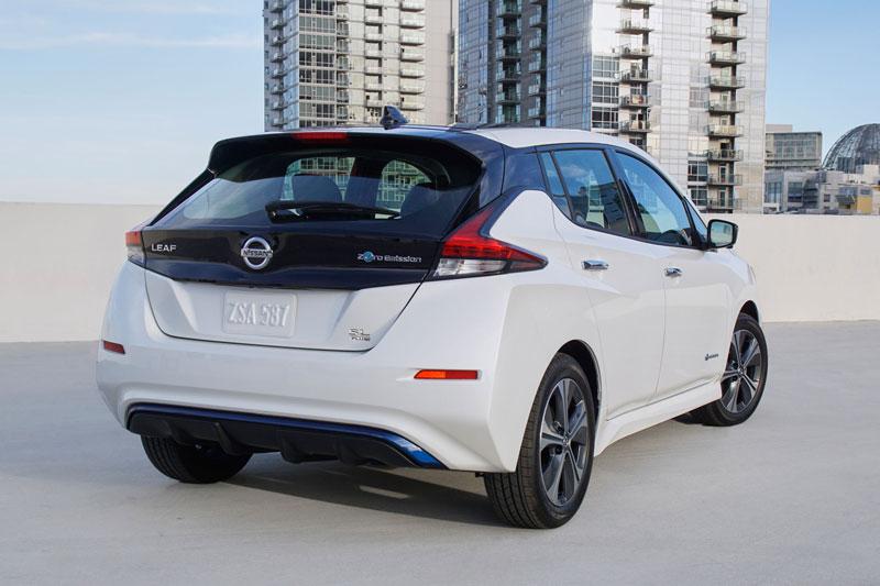 5. Nissan Leaf 2020 (sức chứa khoang hành lý: 668 lít).