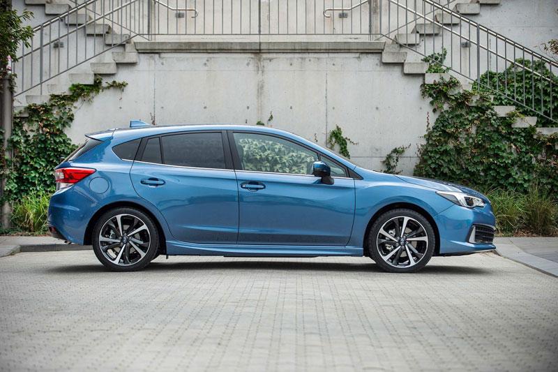 7. Subaru Impreza Hatchback 2020 (sức chứa khoang hành lý: 589 lít).
