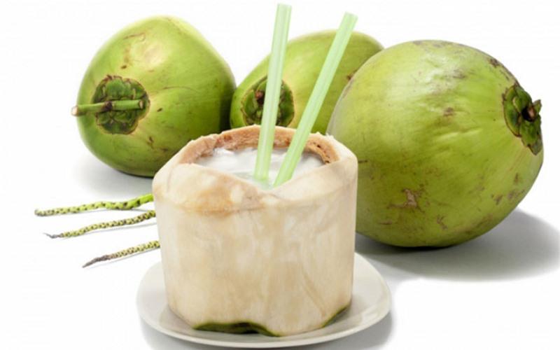 Nước từ quả dừa tươi có tác dụng giải nhiệt, làm mát và cung cấp nhiều khoáng chất có lợi cho cơ thể.
