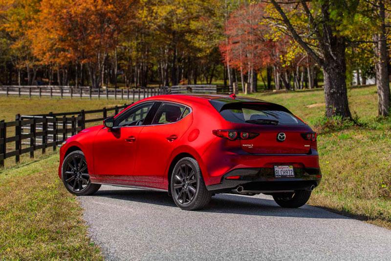8. Mazda3 Hatchback 2020 (sức chứa khoang hành lý: 569 lít).