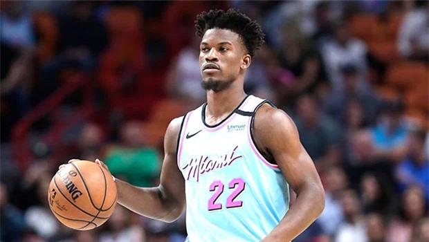 Jimmy Butler sinh năm 1989, là cầu thủ bóng rổ chuyên nghiệp của Mỹ.