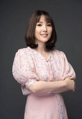 Bà Lynn Hoàng.