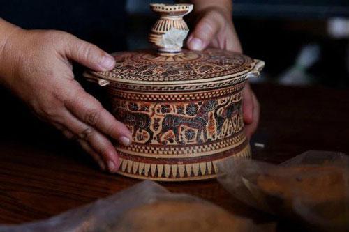 Cổ vật vô giá tìm thấy trong kho báu 1.600 năm ở Hy Lạp