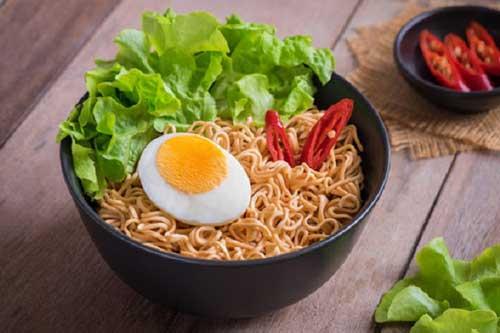 6 nguy hại sức khỏe từ mỳ ăn liền