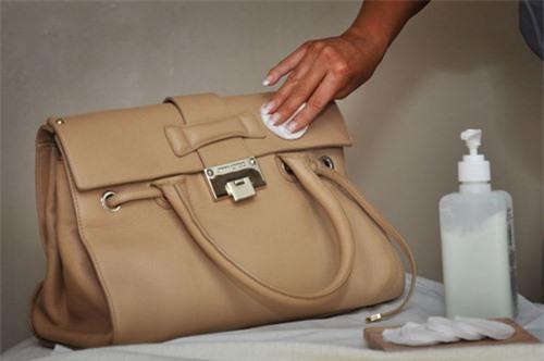 Lam sach tui da : 13 mẹo cực hay làm sạch túi da hiệu quả