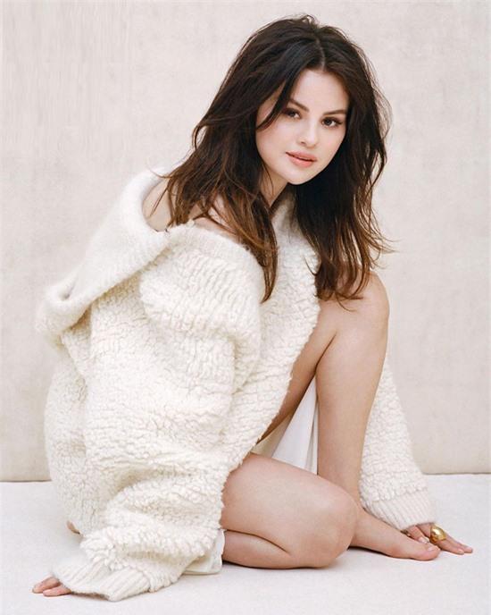 Khép lại một năm bận rộn và không ngừng sáng tạo, Selena Gomez hạnh phúc khi trở thành một trong bốn nhân vật nổi bật nhất năm 2020, cùng tài tử George Clooney, ca sĩ Regina King và bác sĩ Anthony Fauci.