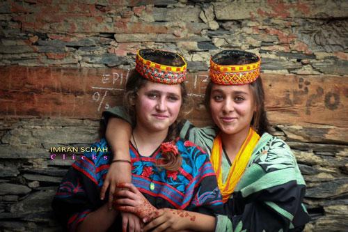 Choáng với bộ tộc sống thọ bậc nhất, phụ nữ sinh con ở tuổi 65
