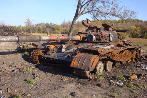Một chiếc xe tăng bị hư hỏng trong chiến tranh.