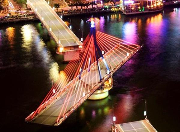 Đà Nẵng: Tạm dừng quay cầu Sông Hàn để khắc phục sự cố bánh xe không di chuyển được, có nguy cơ đứt cáp
