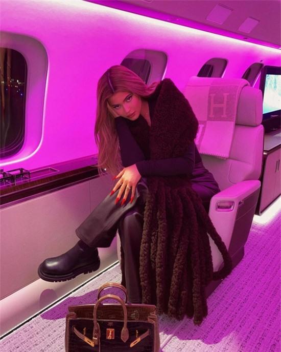 Bên trong phi cơ riêng 73 triệu USD của Kylie Jenner