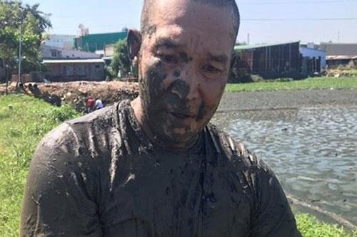 Đồng Nai: Bị vây bắt, đối tượng ôm ma túy nhảy xuống ao bùn để phi tang