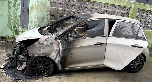 Đà Nẵng: Vừa lắp camera gây rò rỉ điện khiến xe ô tô bị cháy rụi lúc nửa đêm