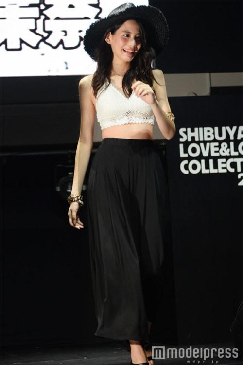 Ngoài vai trò diễn viên, Mana còn là một người mẫu.