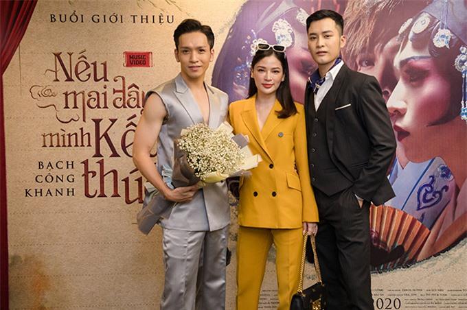 Diễn viên Đoàn Bảo Ân (ngoài cùng bên phải) trong vai vị đại gia ban đầu yêu Nancy Nguyễn nhưng sau đó lại nảy sinh tình cảm đồng giới với Bạch Công Khanh. Cú twist mang màu sắc đam mỹ ở cuối MV khiến khán giả bất ngờ, thích thú.