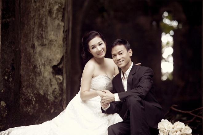 Ảnh cưới của Thanh Thanh Hiền và ca sĩ Chế Phong, con trai của danh ca Chế Linh.