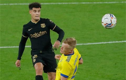 Coutinho (trái) gây thất vọng ở trận gặp Cadiz vừa qua
