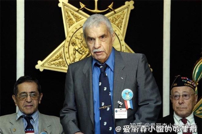 Guy Louis Gabaldon: Chỉ với 1 viên đạn đã khiến cho 1.500 chiến binh huyền thoại của địch đầu hàng - Ảnh 6.