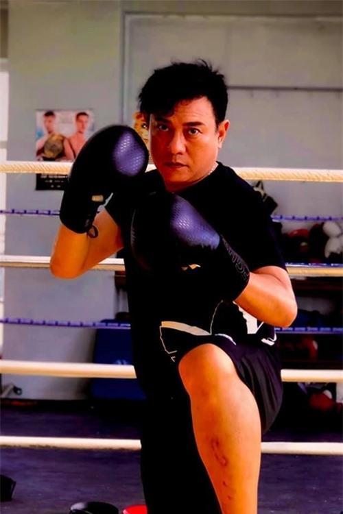 Diễn viên Hoàng Phúc tập võ, boxing cho vai diễn trong phim.