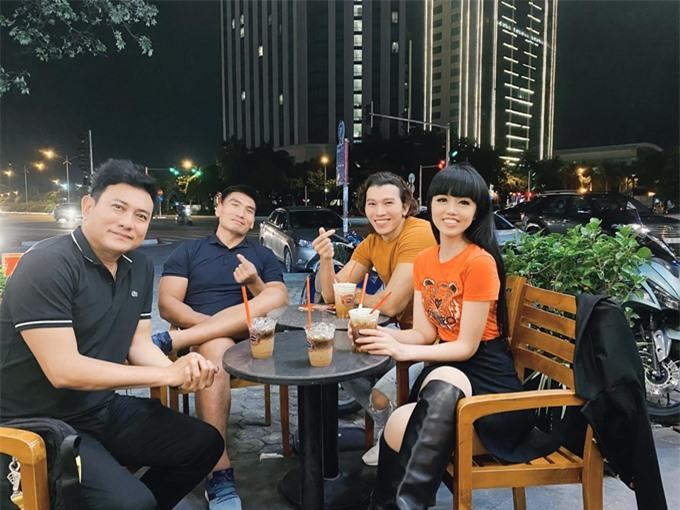 Bốn diễn viên của phim (từ trái qua): diễn viên Hoàng Phúc, đô vật Hà Văn Hiếu, nam vương Ngọc Tình, siêu mẫu Jessica Minh Anh hội ngộ trước ngày quay phim.