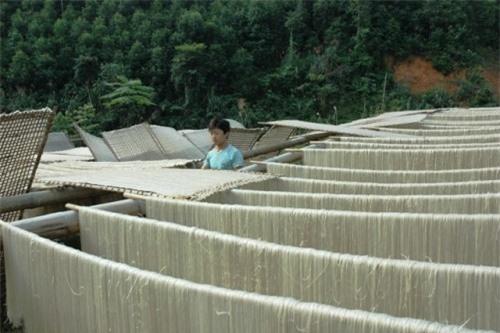 nhung-mon-dac-san-bac-kan-dung-nen-bo-lo-giadinhvietnam.com 4