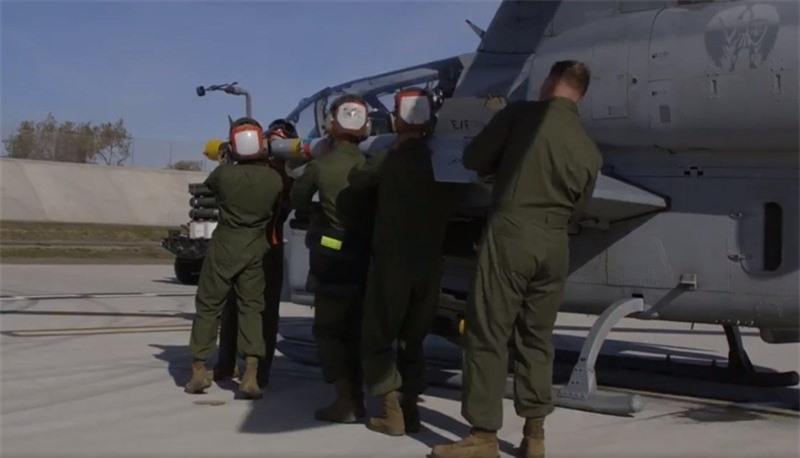 Luc quan My pho dien suc manh truc thang tan cong AH-1Z Viper-Hinh-6