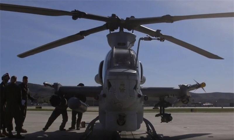 Luc quan My pho dien suc manh truc thang tan cong AH-1Z Viper-Hinh-7