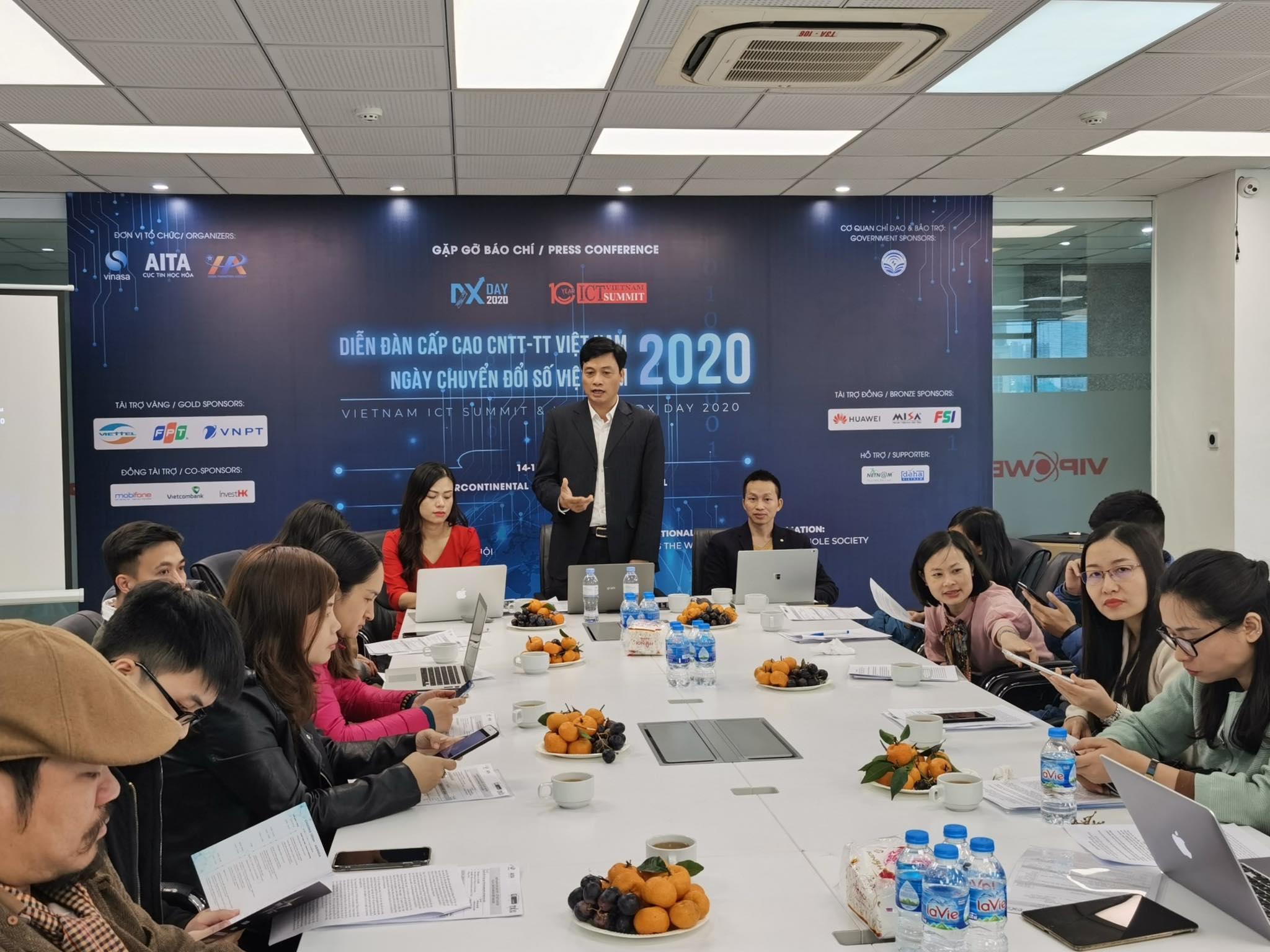 """Ngày chuyển đổi số Việt Nam 2020 do VINASA, Cục Tin học hóa (Bộ TT&TT) và Trung tâm Xúc tiến đầu tư, thương mại Du lịch thành phố Hà Nội phối hợp tổ chức với chủ đề """"Chuyển đổi số quốc gia: Đổi mới phương thức vận hành toàn xã hội"""""""