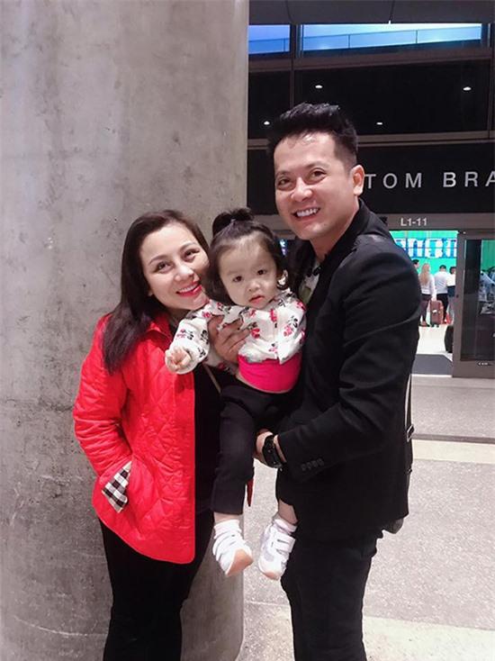 Tháng 4/2019, Hoàng Anh bỏ lại sự nghiệp diễn viên ở Việt Nam để sang Mỹ định cư. Anh chia sẻ mình không còn sống được với nghề trong khi con gái mỗi ngày lớn dần, rất cần sự quan tâm chăm sóc của bố. Vì vậy, anh quyết định ra đi.