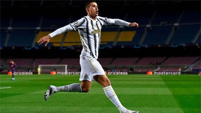 Ronaldo lập cú đúp giúp Juve đè bẹp Barca