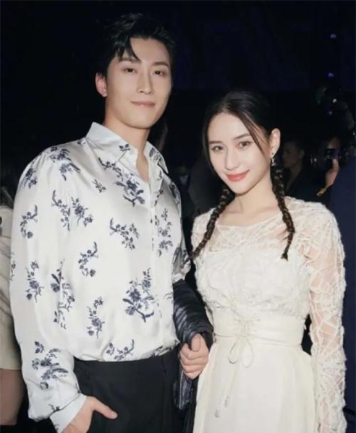 Một số tờ báo đưa tin Hà Siêu Liên mong muốn sớm kết hôn với Đậu Kiêu để ổn định cuộc sống và làm mẹ.
