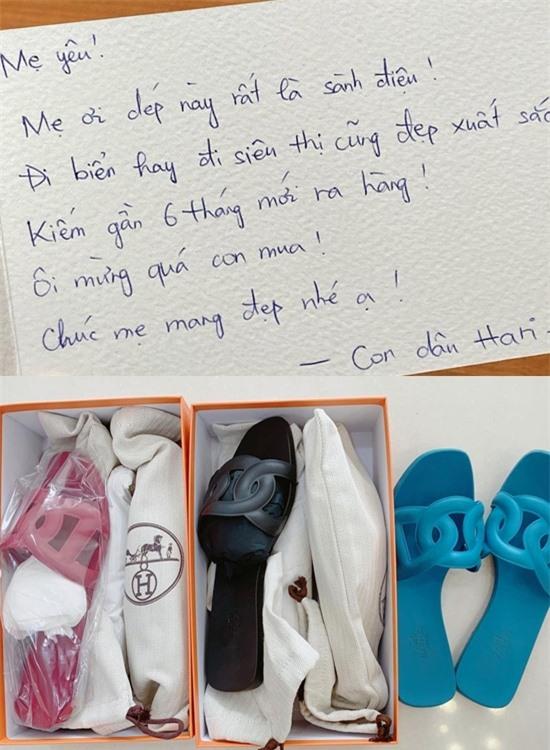 Mua món đồ nào, Hari Won cũng nghĩ đến bậc phụ huynh. Vì biết mẹ chồng ngại nhận quà đắt tiền, cô viết cả thư tay để thuyết phục bà nhận tấm lòng của mình.