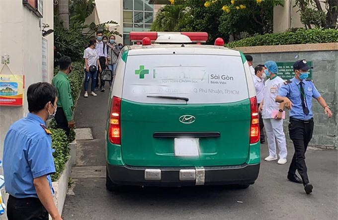 Nghệ sĩ Chí Tài bị đột quỵ khi đang tập thể dục tại nhà riêng, sáng 9/12. Sau vài tiếng anh mới được phát hiện và đưa vào bệnh viện nhưng không qua khỏi.