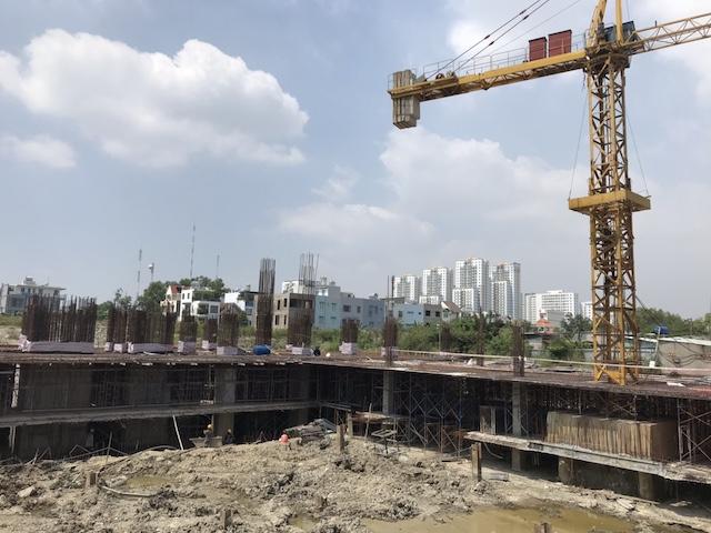 """sau khi dự án được mở bán và triển khai xây dựng đến tầng thứ 3 thì do những tranh chấp nội bộ trong công ty này khiến cho dự án bị """"đứng bánh""""."""