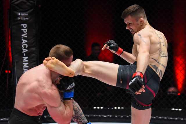 Kamil Oniszczuk ra đòn đánh bại Krystian Bielski.